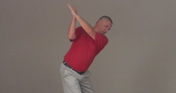 how to start backswing with shoulders