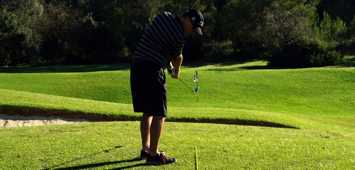 Golf Pitching & Chipping: Playing from an Upslope